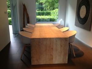 steigerhouten tafel verstek